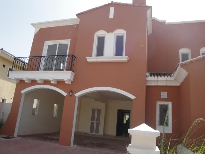 825 sq.yards 3 side Corner House Available For Sale